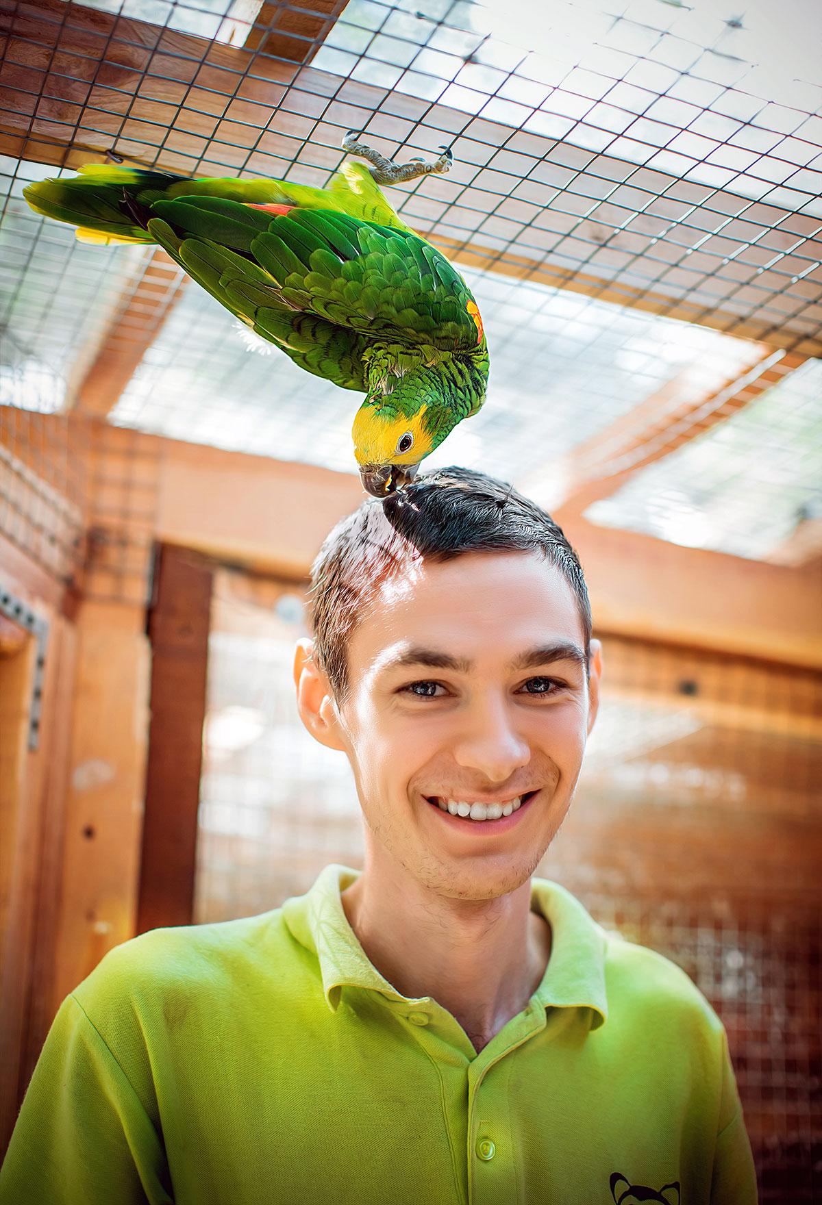 Попуга Амазон — контактний зоопарк Animal Park